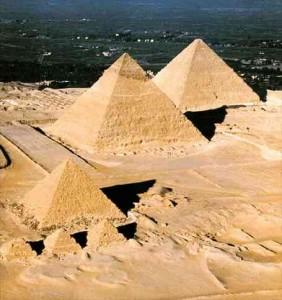 piramides 282x300 ¿QUIÉN HIZO LAS PIRÁMIDES DE EGIPTO?