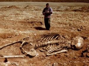 image008 300x222 PRESUNTOS ESQUELETOS DE NEFILIM Y SU POSIBLE RELACIÓN CON LAS PIRÁMIDES DE EGIPTO