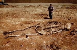 image009 300x195 PRESUNTOS ESQUELETOS DE NEFILIM Y SU POSIBLE RELACIÓN CON LAS PIRÁMIDES DE EGIPTO