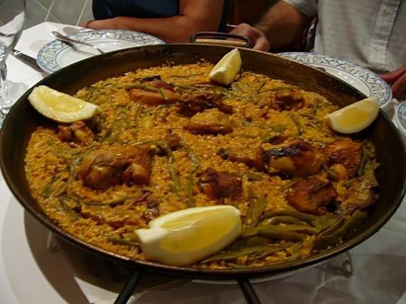 paella de pollo valenciana