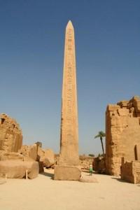 obelisco egipcio 200x300 LOS OBELISCOS EGIPCIOS: TEORÍAS DE SU CONSTRUCCIÓN